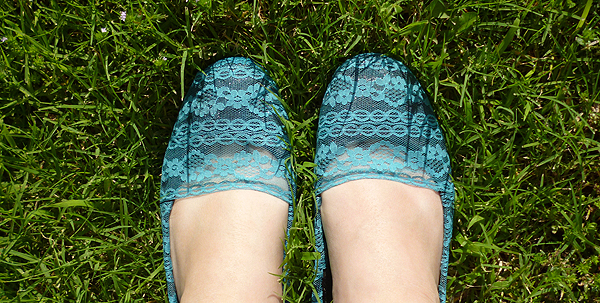 DIY Lace Shoes