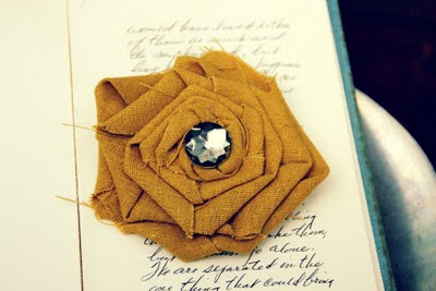 No-Sew Fabric Flower Broach & Hair Clip Tutorial
